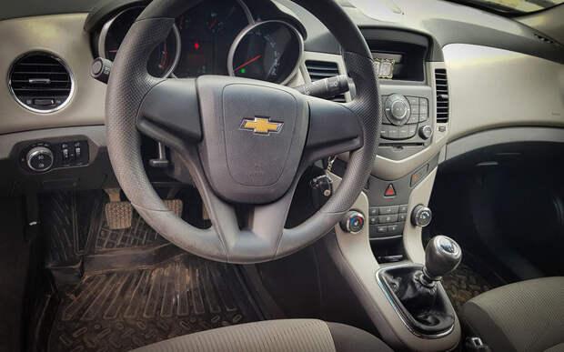 Экономили на всем: честный отзыв владельца о Chevrolet Cruze