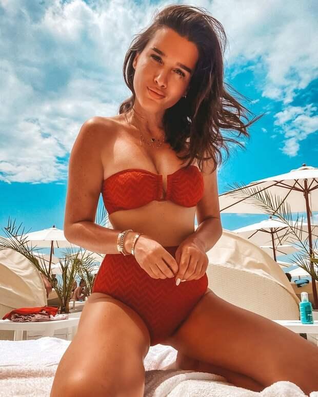Светлана Ходченкова блеснула фантастической фигурой в купальнике