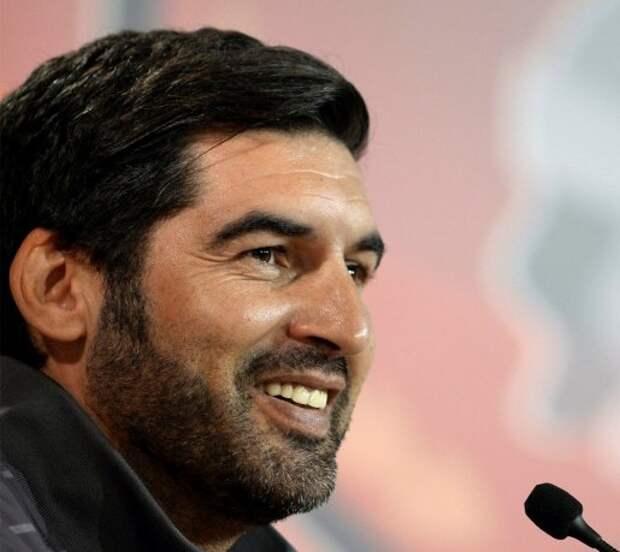 Футбольный тренер устроил маскарад (фото)