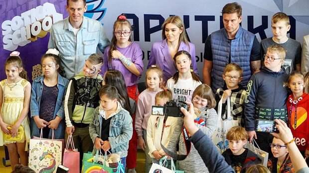 Чемпионка ОИ Сотникова организовала праздник для ребят с особенностями в День защиты детей. Как все прошло