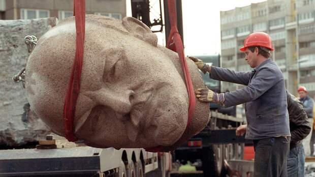 Демонтаж памятника Ленину. Берлин. ФРГ. 1991 год.
