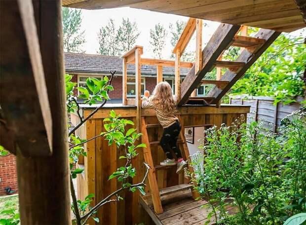 Заботливый отец построил домик на дереве для своих дочерей. Получилось сказочно!