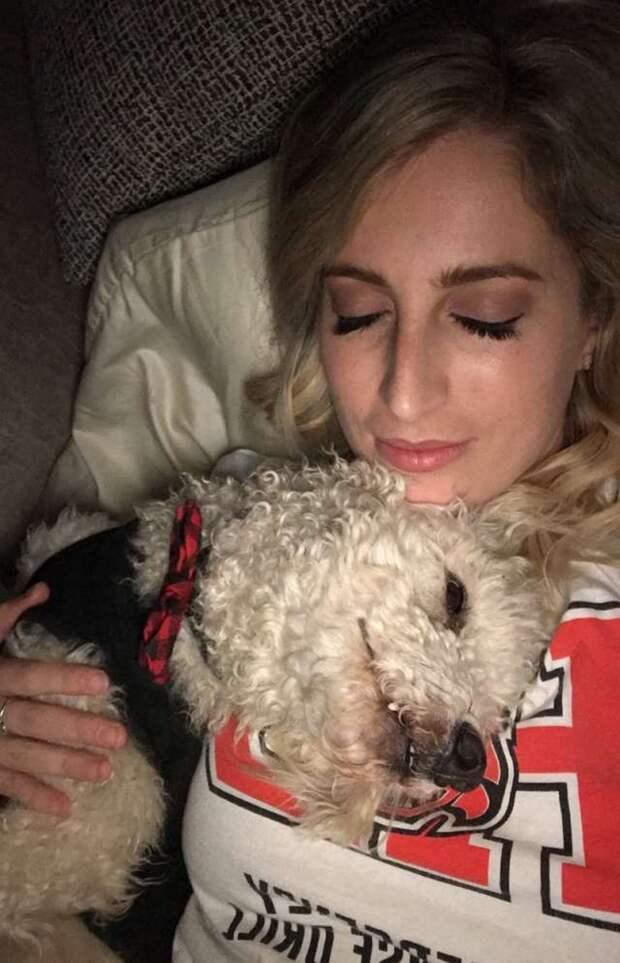 Женщина взяла из приюта пса, которому оставалось всего несколько дней. Вот на что способна искренняя любовь!