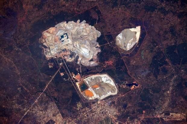 13. Шахта Кансанши в Забии, крупнейшая медная шахта в Африке земля, космонавт, космос