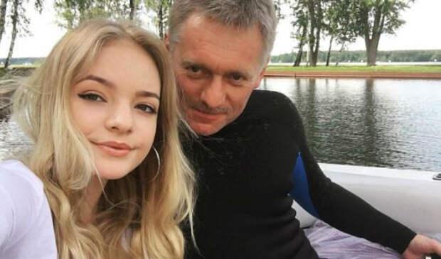 Лиза Пескова согласилась с утверждением своего отца, что «за раненого омоновца надо размазать печень митингующих по асфальту»