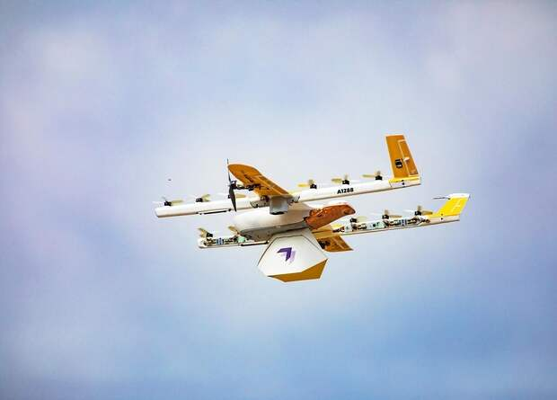 Дроны Wing впервые начали доставлять посылки на дом в США