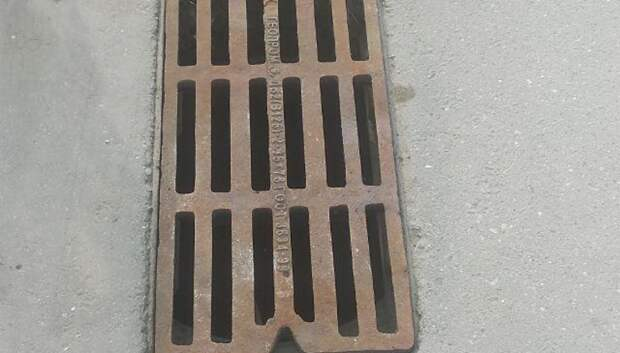 В Подольске восстановили крышку люка канализации по просьбе жительницы