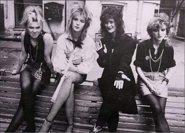 Девушеки из 90-ых.