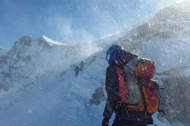 Российских альпинистов, пропавших в Непале, нашли