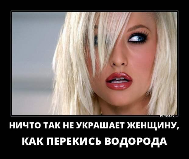 Молодая женщина у гинеколога:  - Я второй год замужем, но вот нет ребенка...