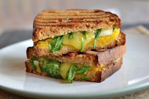 Необычный сэндвич с тыквой и яблоком.