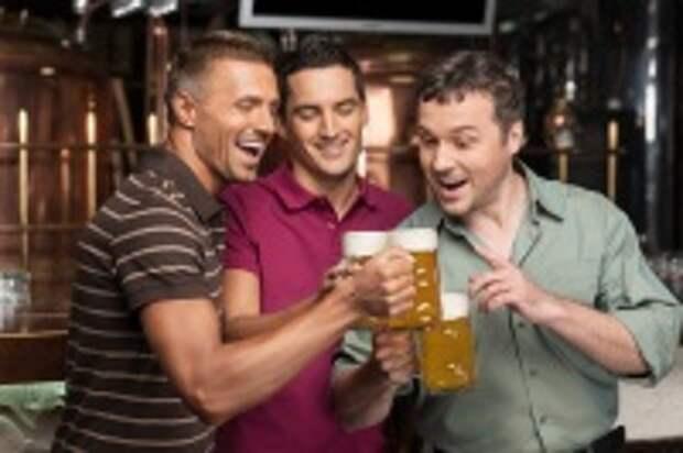 Сегодня, как и прежде, главная цель всех подобных праздников – собраться вместе с друзьями и насладиться вкусом любимого сорта пива... (Фото: BlueSkyImage, Shutterstock)