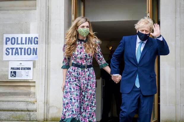 Борис Джонсон узаконил свои отношения с давней подругой Кэрри Саймондс