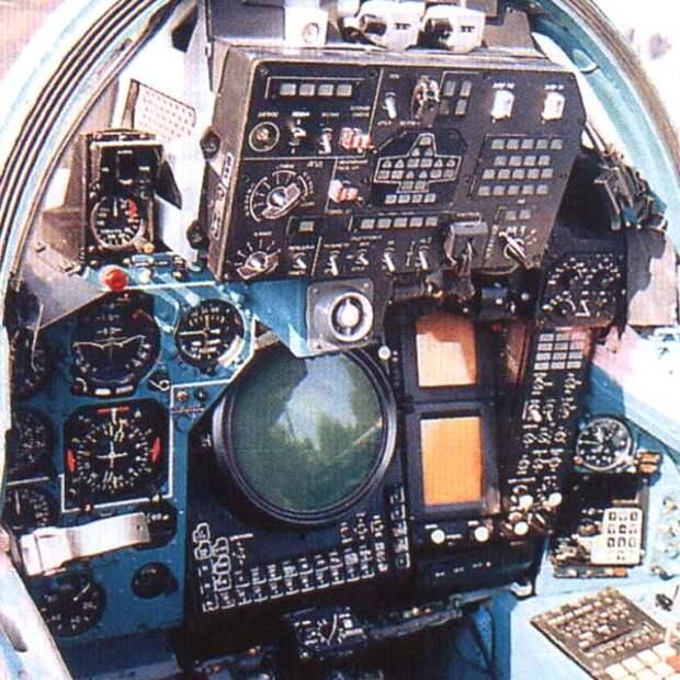6.Кабина штурмана МиГ-31.