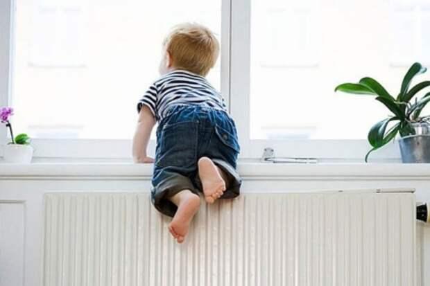 Трехлетний ребенок выпал из окна в Тверской области