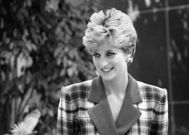 5 прикольных историй про королевских особ, которые сбегали из дворца потусить