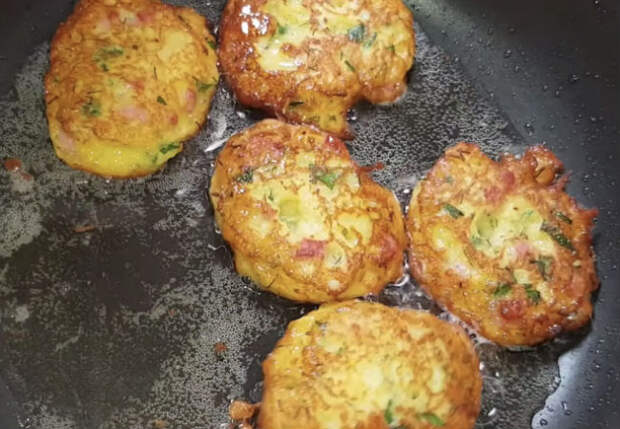 Блины без теста: берем только картошку и яйца