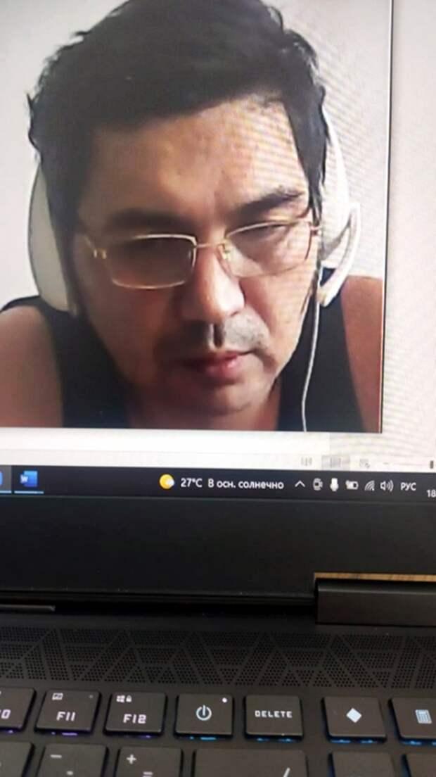 На фото: Ермек Тайчибеков во время онлайн-суда.