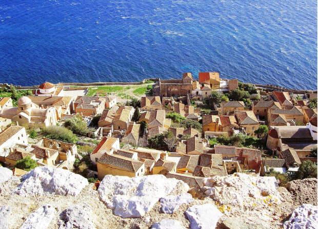 Спрятанный город на острове Монемвасия