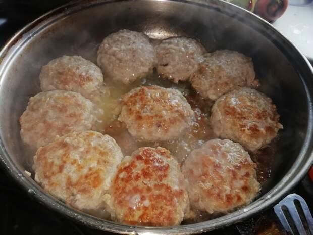 Повар из ресторана сказал, что лук, хлеб и яйца - лишние ингредиенты в котлетах. Я даже и не знала.