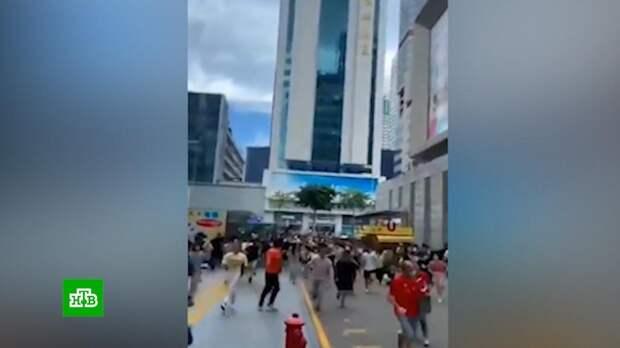 В Китае зашатался 73-этажный небоскреб: видео