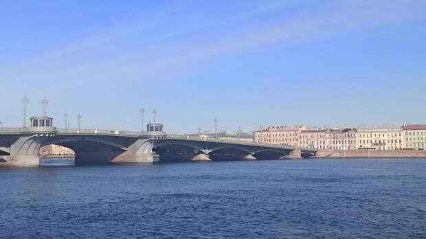 Мертвого мужчину в маске выловили из Невы в Петербурге