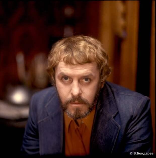 Известный актер советского кино и театра, ставший в начале 80-х годов звездой первой величины.
