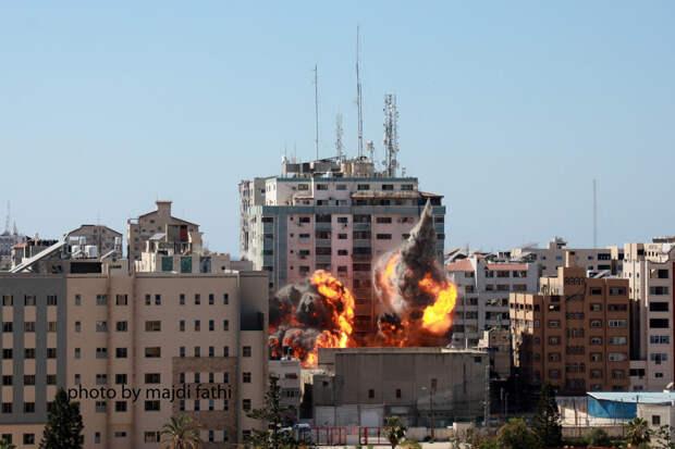 Четыре израильские ракеты разрушили высотку в Газе с офисами мировых СМИ