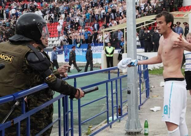 «В России возможно все». Как омоновец ударил футболиста «Зенита» электрошокером