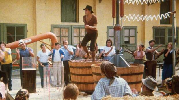 Адриано Челентано: зажигательный танец на винограде