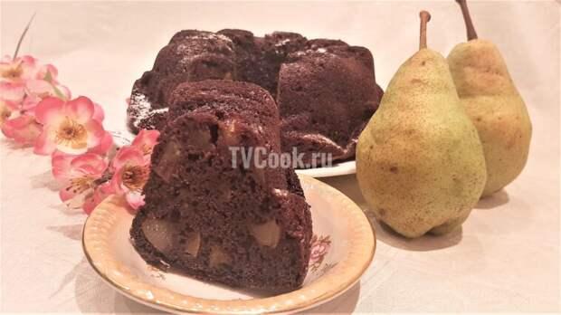 Шоколадная шарлотка с грушей — рецепт с видео