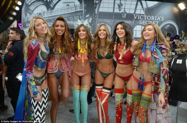 Самое соблазнительное шоу в мире: показ женского белья Victoria's Secret в Париже