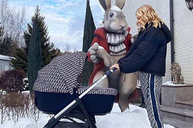 Рудковская показала фото прогулки с младшим сыном