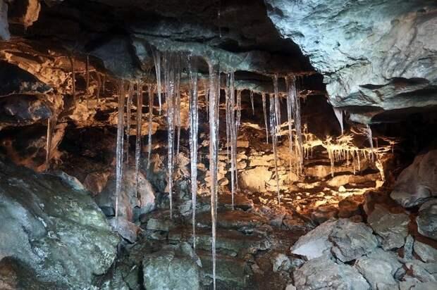 Ледяная пещера в Перми. Интересно? Листай, инфа ниже :)