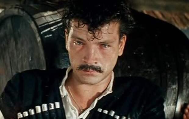 """Влидимир Трещалов, кадр с фильма """"Неуловимые мстители"""""""