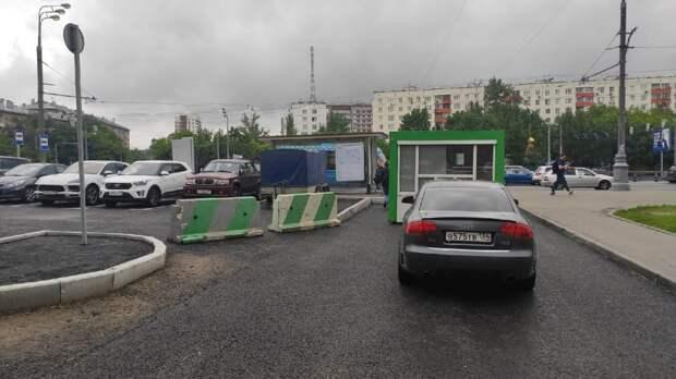 Ограждение на улице Демьяна Бедного установили для безопасности пешеходов – префектура