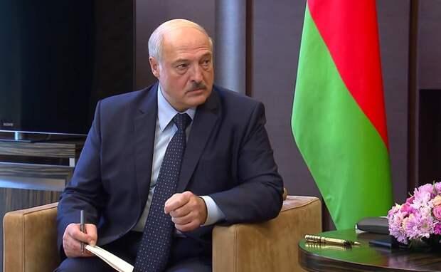 Лукашенко пообещал принять новую конституцию до конца 2021 года
