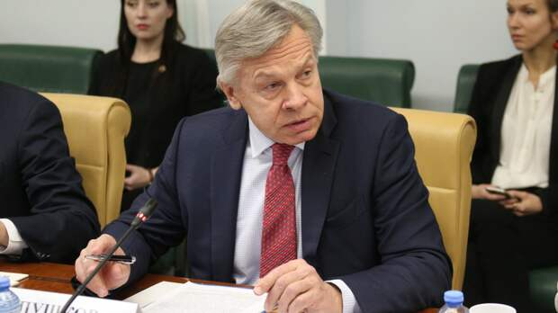 Пушков прокомментировал поведение Байдена перед встречей с Путиным