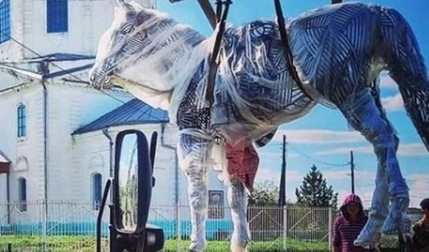 Конь Закат увековечен в каркасной скульптуре встанице Новогригорьевской