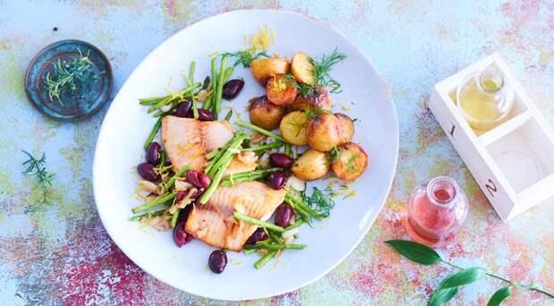 Рыба со спаржей и маслинами «в конверте»
