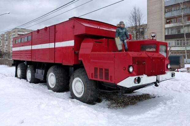 МАЗ-543 «Ураган» — огромные военные машины, потрясающие воображение