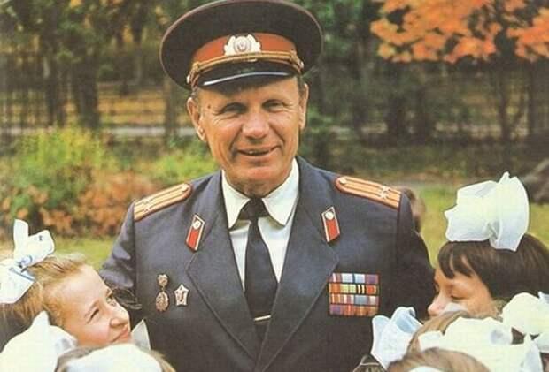 Фото Яндекс Картинки.   Почетный ветеран советской милиции