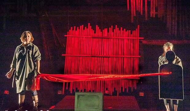 «Пока звучат ихголоса». Спектакль Театра кукол, после которого нехочется хлопать