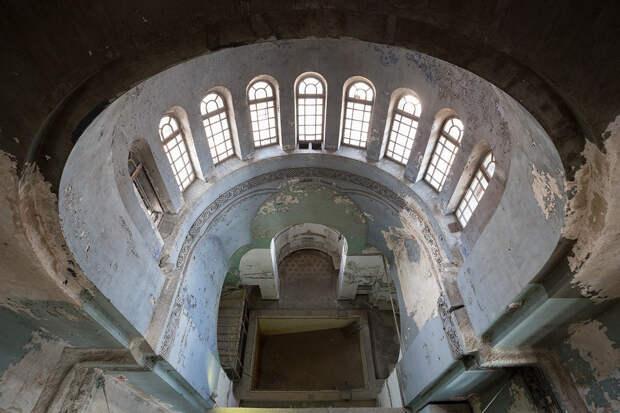 Как из церкви в Петербурге сделали школу для водолазов (ФОТО)