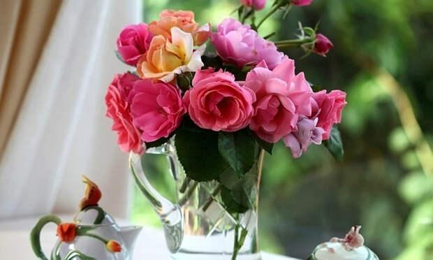 букет цветов в вазе
