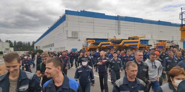 На заводе БелАЗ – гордости Лукашенко – началась забастовка