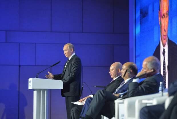 """Путин: У них бензина не хватит, чтобы """"изолировать"""" Россию"""