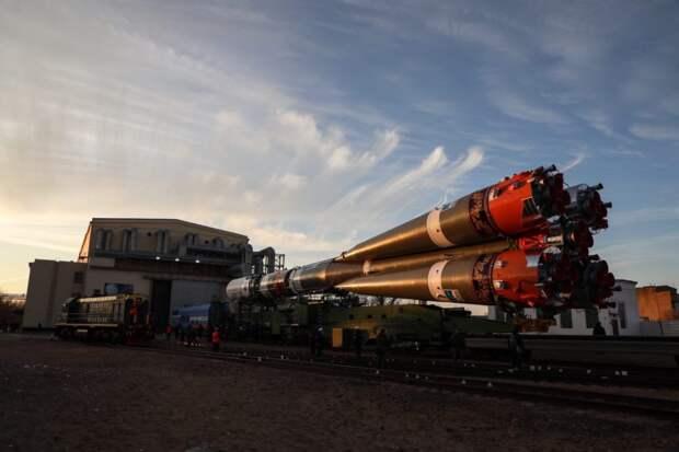 Ракету с росписью под хохлому вывезли на стартовый комплекс Байконура