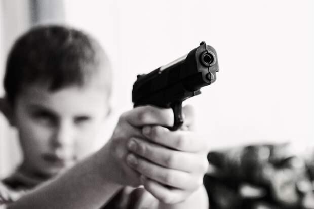 Подросток устроил стрельбу в школе Санкт-Петербурга