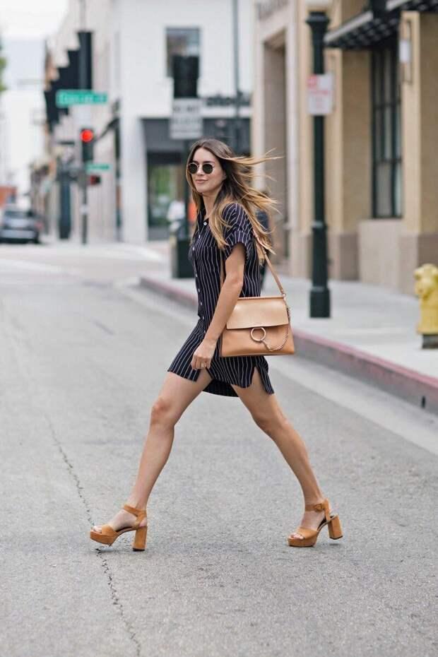 С чем носить платье в полоску этим летом: стильная подборка